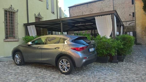 littlewave's 2016 Infiniti Q30 Business Executive
